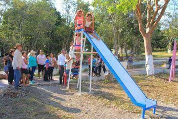 Con espacios dignos para la niñez, atiende Alexander Zetina a comunidades de Bacalar