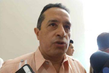 """!Yo vengo a trabajar por la gente, no a cuidar votos!""""; Carlos Joaquín responde a taxistas"""