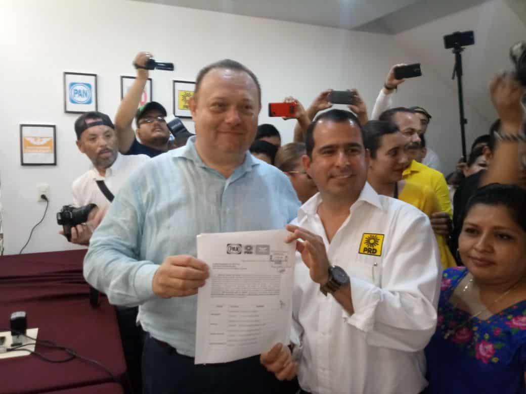 José Esquivel 'Chacmex', pide aval al IEQROO para competir por la presidencia municipal de FCP