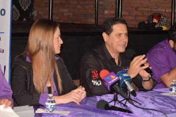 """Aunque dice """"no hay nada definido"""", Greg presume a su esposa como candidata por Cancún"""