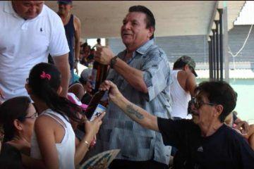 Con dinero público, Delegado de CONAGUA en Q. Roo paga campaña de su esposa en Progreso. 'Lord Caguamas'