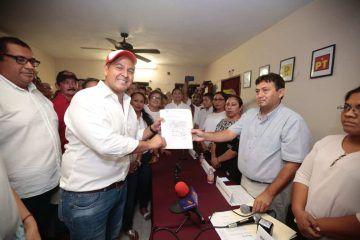 Con jaloneos, improvisaciones y reciclaje, concluye registro de candidatos para ayuntamientos
