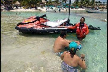 """Personal Naval De Operación Salvavidas """"Semana Santa 2018"""" Rescata A Una Persona En Mahahual, Quintana Roo"""