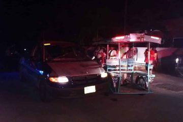 Alcoholizado conductor se vuela el alto arrastrando a mototaxi. Una mujer y tres menores lesionados