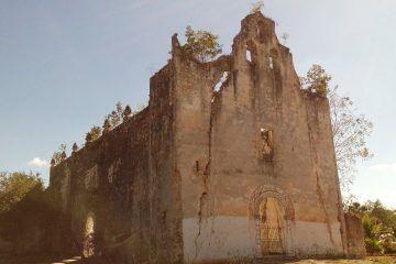 Conoce un poco de la iglesia que vive sometida al castigo de los dioses mayas