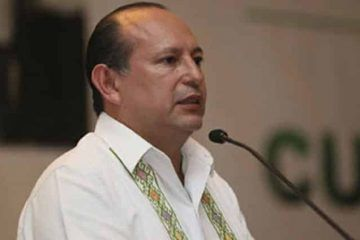 Luis Pablo Bustamante, asoma en relevo de Mario Machuca