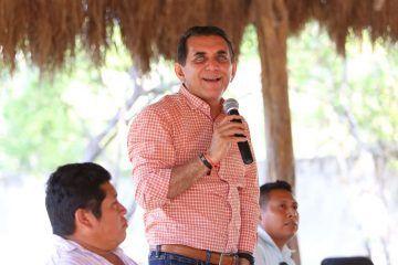 Miguel Ramón se compromete con pobladores de la zona maya de Tulum