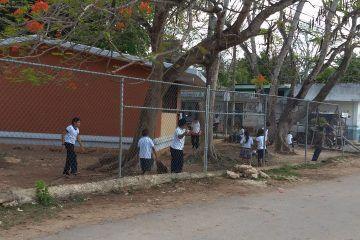 Uniformes gratuitos merman impacto económico en familias de la zona centro de Q. Roo