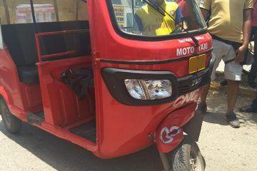 Por exceso de velocidad moto taxi colisionó una camioneta