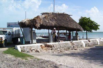 Roban motor de embarcación del Club Náutico de Chetumal