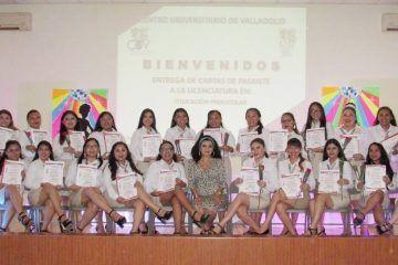 Estudiantes de la Escuela Normal de Educación Preescolar reciben carta de pasantes