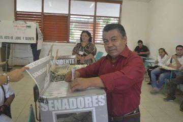 Vota Rivelino Valdivia y llama a una elección tranquila