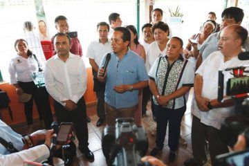 """En los próximos días, se instalarán vallas """"sargaceras"""" en Playa del Carmen"""
