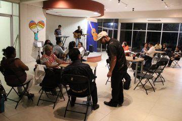 Trovadores chetumaleños comparten sus canciones
