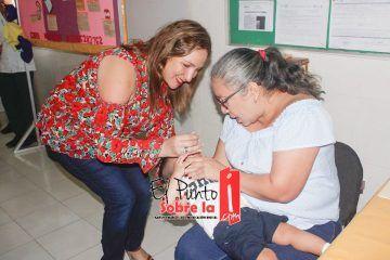 Entre llanto y lágrimas se aplica la primera dosis en Valladolid