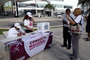 Guardias de seguridad de Las Américas obstruyen consulta