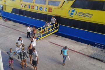 Suspenden ferries cruces a Cozumel