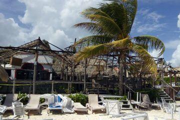 Extraño incendio en restaurante-palapa de Puerto Morelos