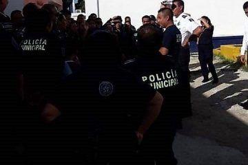 Acceden a demandas de policías y desactivan paro