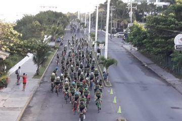 Multitudinaria salida del Gran Fondo de Nueva York en Cozumel