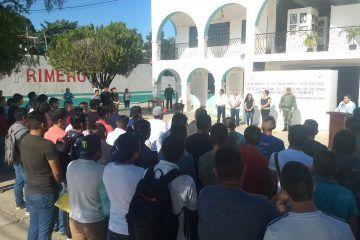 Jóvenes participan en el sorteo militar clase 2000 anticipados y remisos