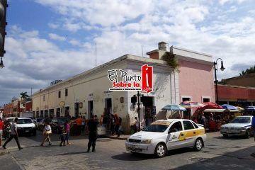 Víspera celebración provoca incremento en el flujo de personas en calles y comercios