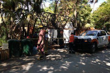 Incendio consume comercio en Tulum