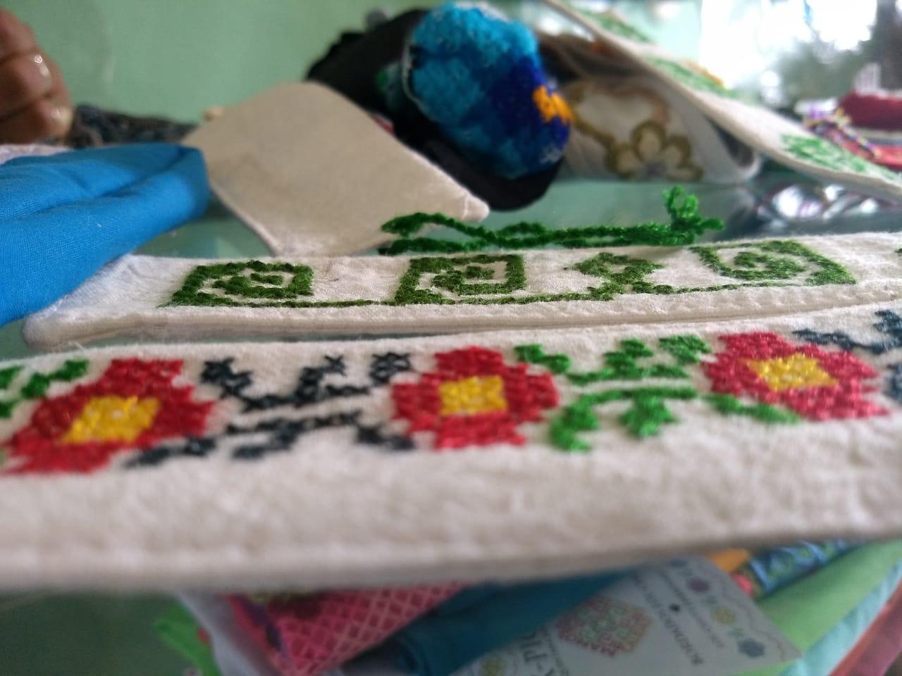 Familias mayas salen adelante gracias a la costura