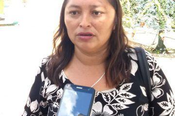 Mujer denuncia a policías por abuso de autoridad