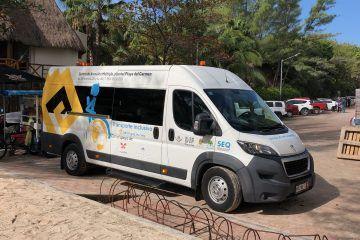 Benefician con transporte a niños discapacitados