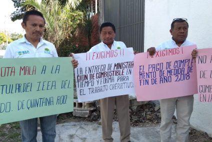 Se manifiestan trabajadores del IEEA en Felipe Carrillo Puerto