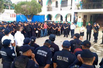 Policías municipales se inconforman en contra del Ayuntamiento