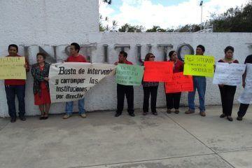 Manifestación del personal del Instituto Tecnológico Superior por irregularidades en el manejo de los recursos
