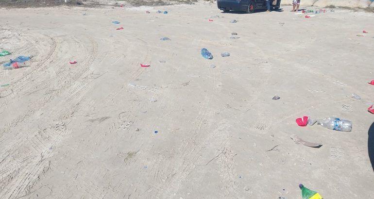 Pese a concientización playas convertidas en chochinero