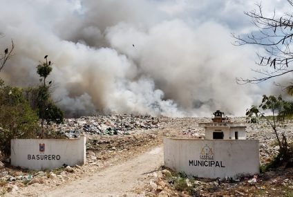 Continua incendio en el basurero municipal de Felipe Carrillo Puerto