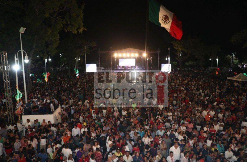 ##FOTOS## Ceremonia del Grito de Independencia, desde el balcón central de Palacio de Gobierno, en Chetumal