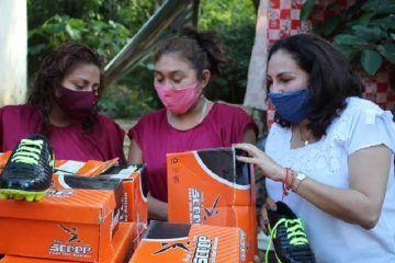 En Tixcacalcupul, diputada Mayte Moisés entrega material deportivo