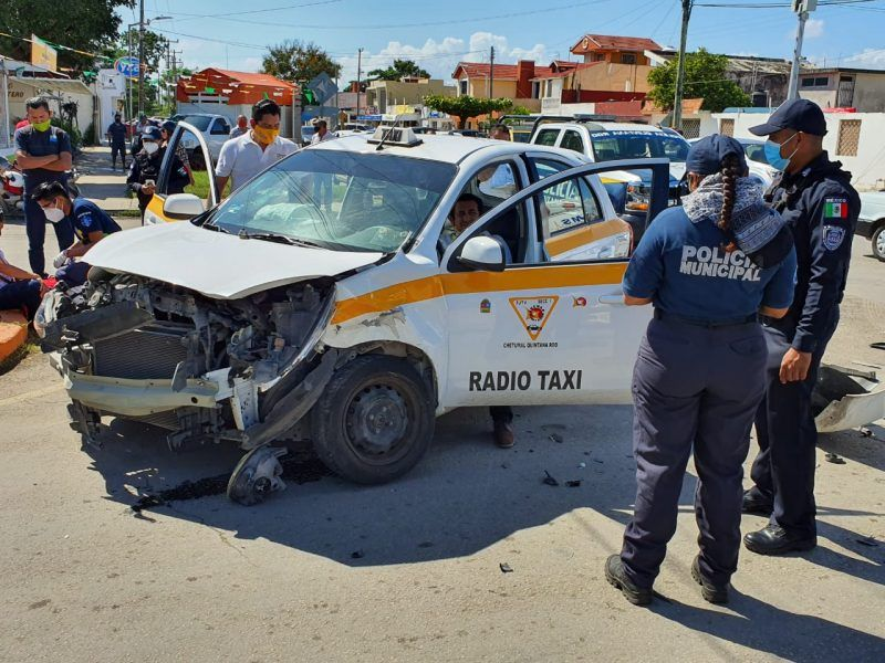 Fuerte accidente deja 3 lesionados en Chetumal